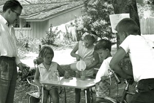Selling Lemonade in 1960 Wikipedia.org